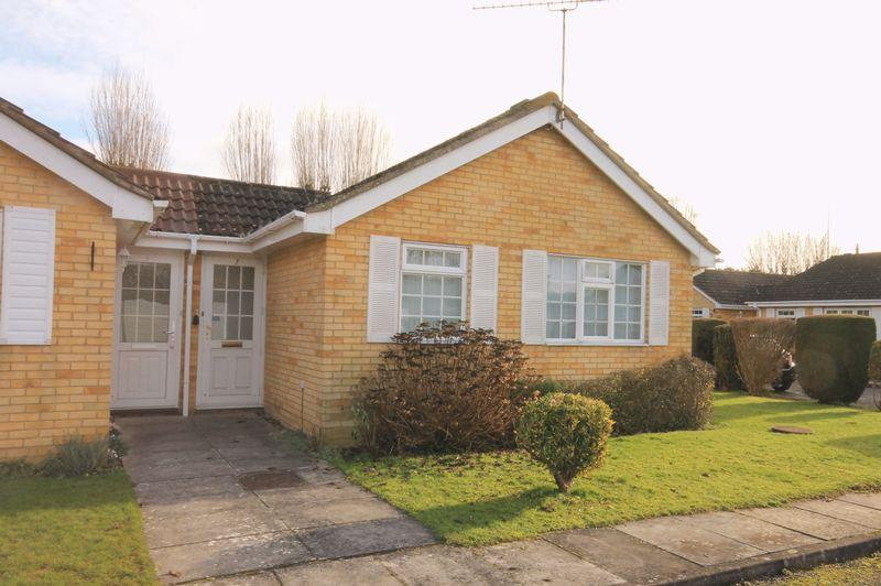 2 Bedrooms Semi Detached Bungalow for sale in Silverdale Close, Betchworth