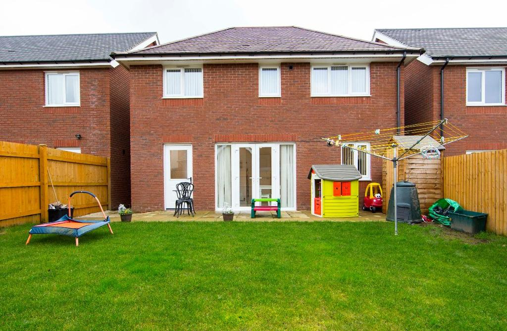 4 Bedrooms Detached House for sale in Ivy Close, Manor View, CF466ET
