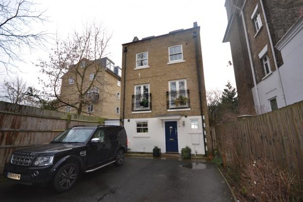 4 Bedrooms Detached House for sale in Leigham Court Road, London, SW16