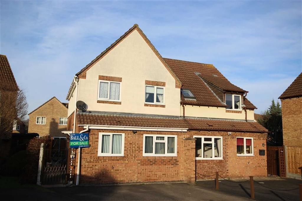 3 Bedrooms Semi Detached House for sale in Curlew Close, Tewkesbury, Gloucestershire