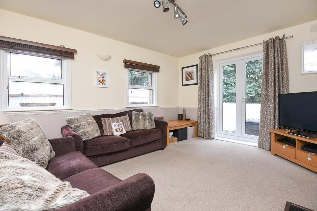 3 Bedrooms Link Detached House for sale in Knollys Road, Streatham, SW16