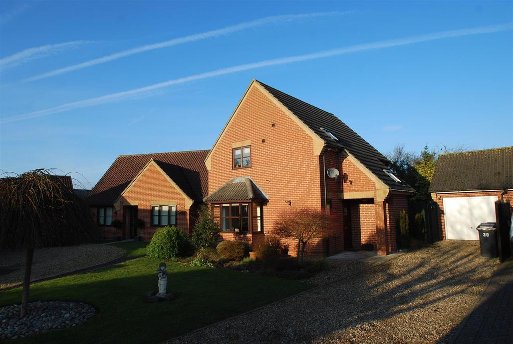 3 Bedrooms Detached House for sale in Hopton