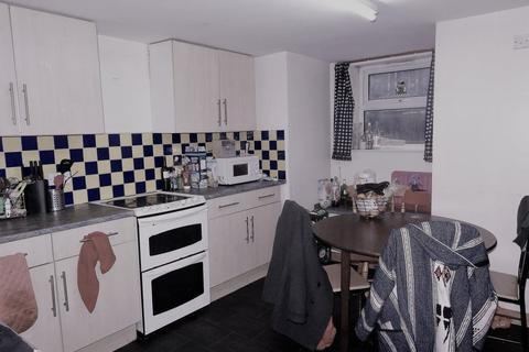 10 bedroom house to rent - & Ashville Terrace, Leeds