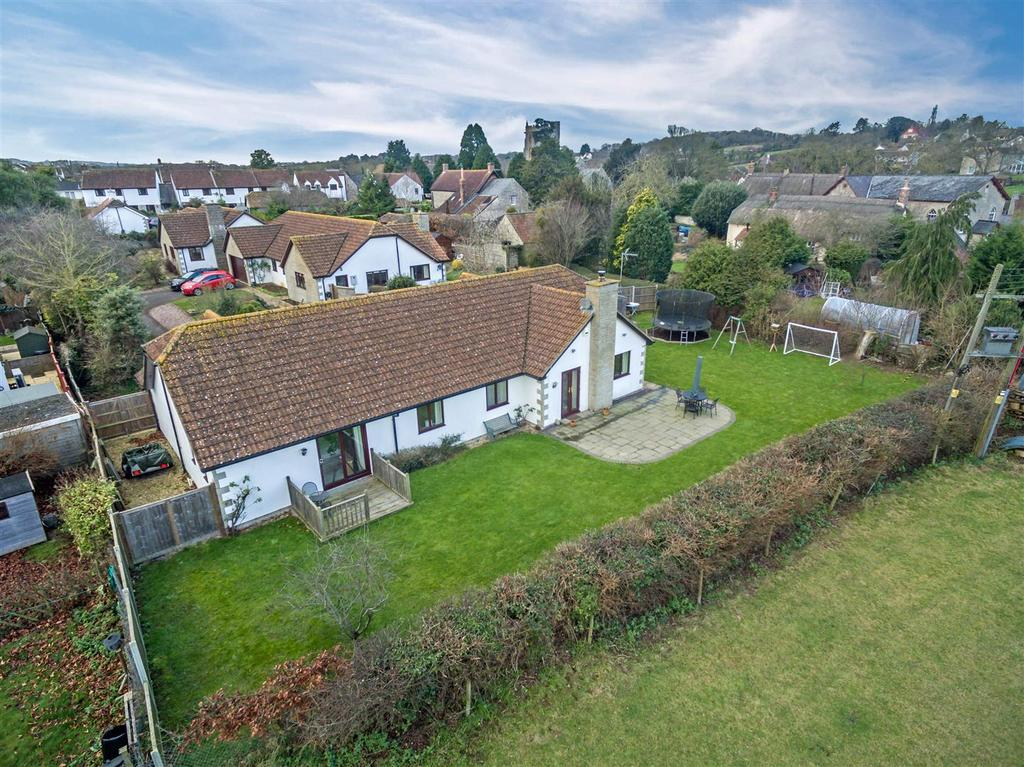 4 Bedrooms Detached Bungalow for sale in Langford Close, Fivehead