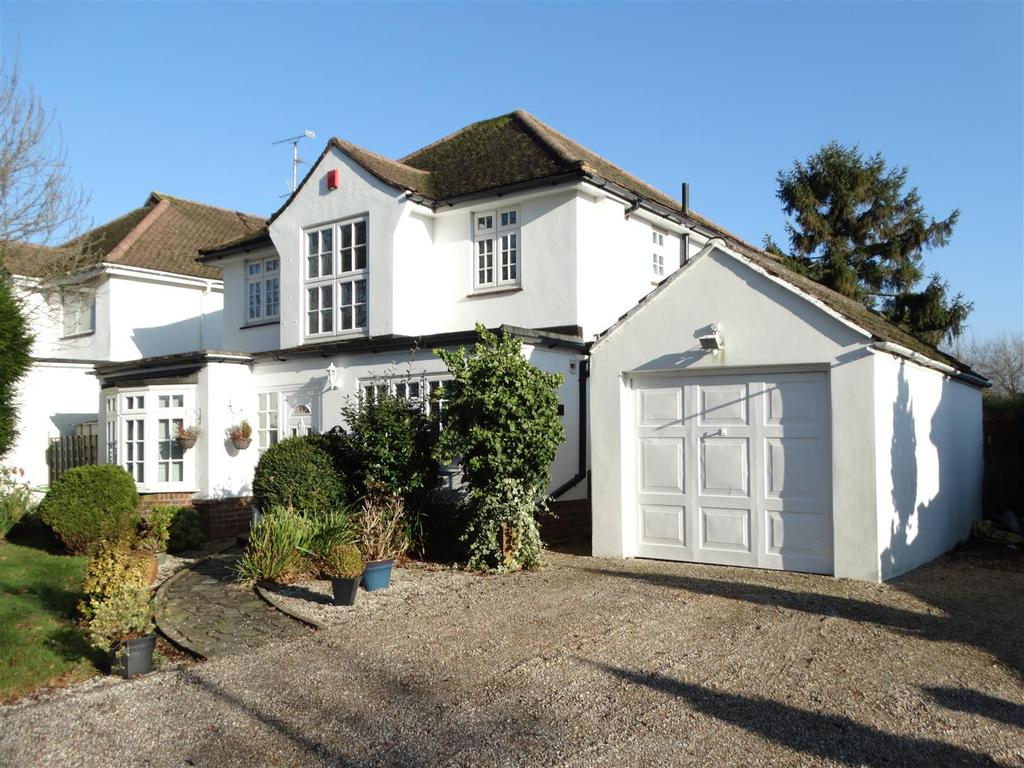 4 Bedrooms Detached House for sale in Park Close, Burgess Hill
