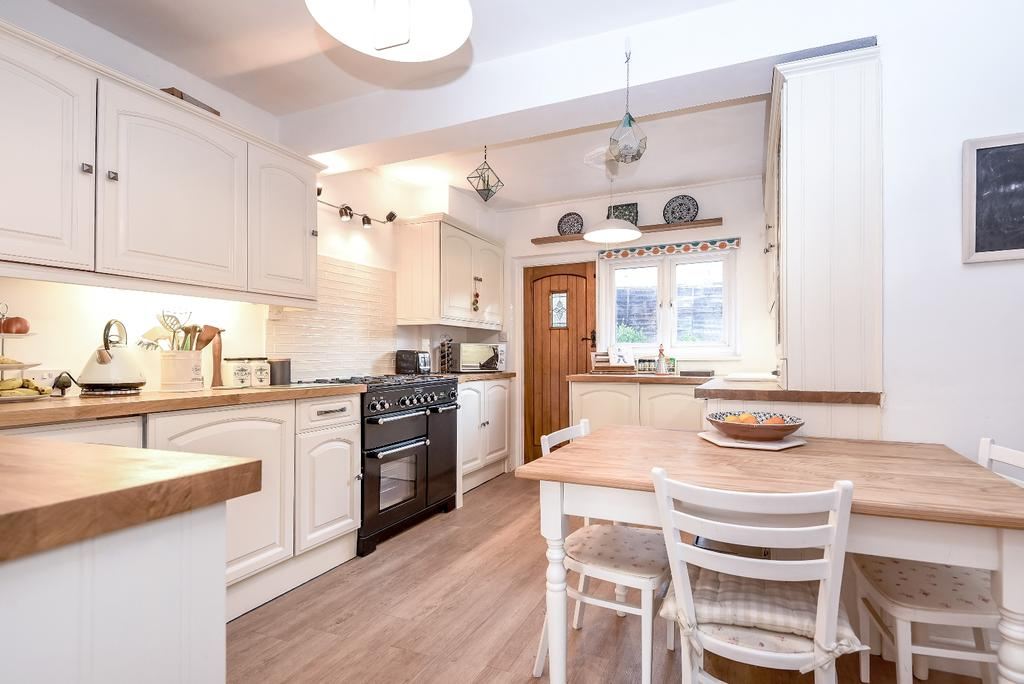 3 Bedrooms Terraced House for sale in Martin Bowes Road London SE9