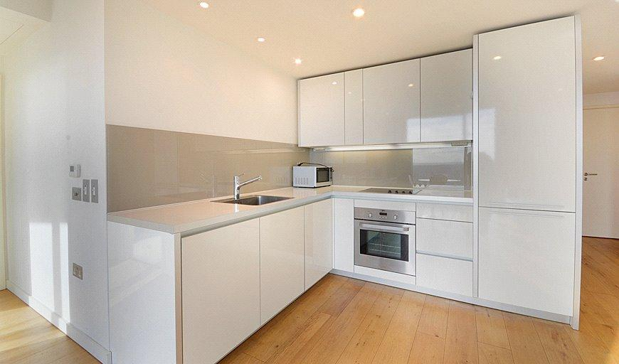 2 Bedrooms Flat for sale in Strata, 8 Walworth Road, London, SE1