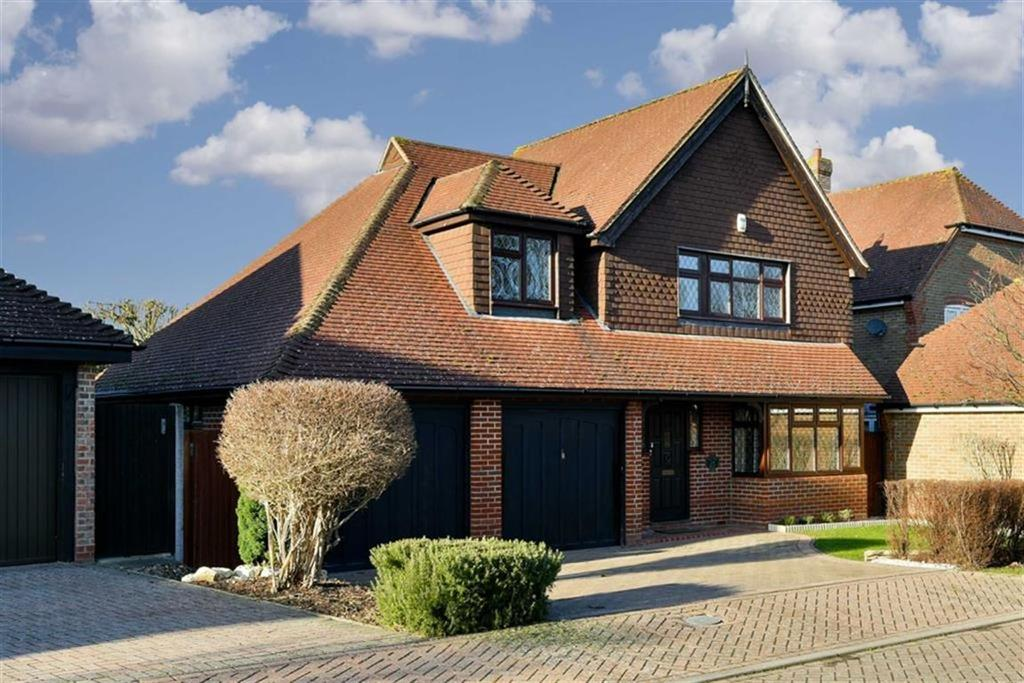 4 Bedrooms Detached House for sale in Ripley Way, Epsom, Surrey