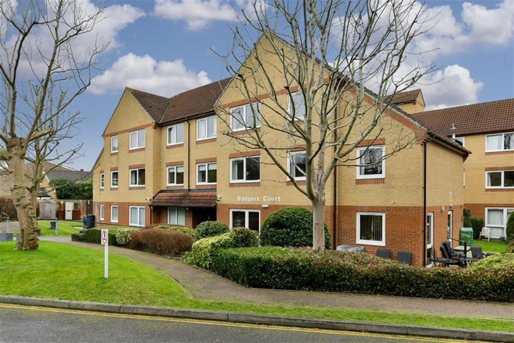 1 Bedroom Flat for sale in Badgers Court, Epsom, Surrey