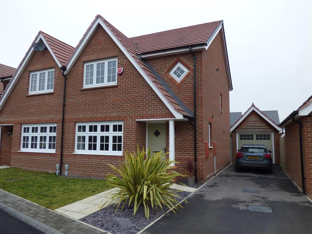 3 Bedrooms Semi Detached House for sale in Whitsun Grove, Cottingham