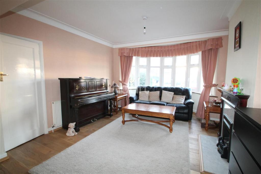 3 Bedrooms Semi Detached House for rent in Mayfair Terrace,N14