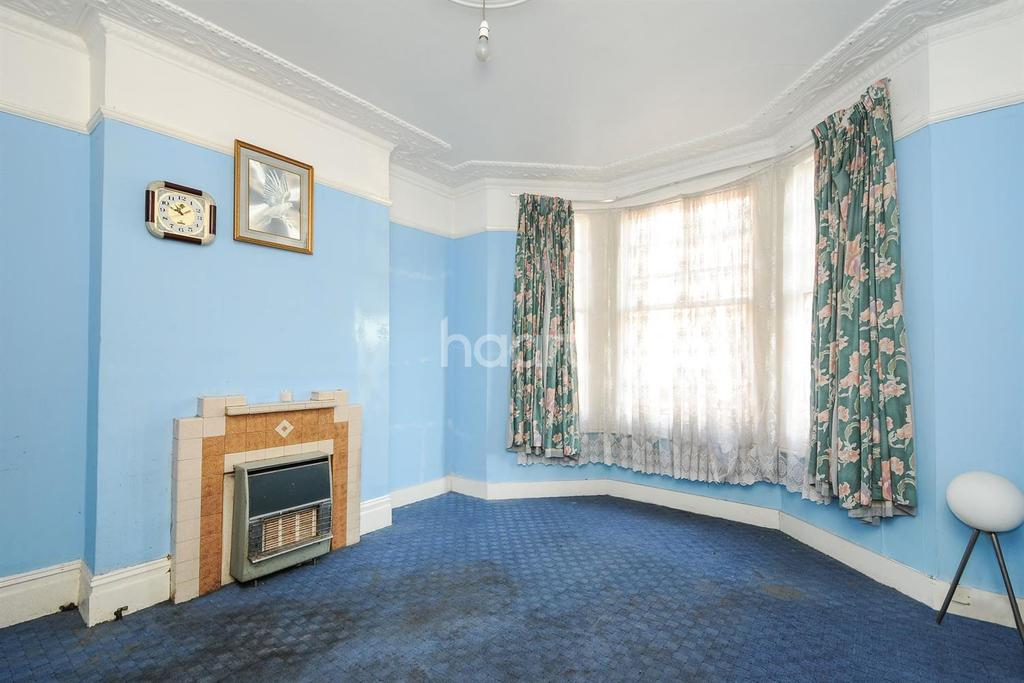 4 Bedrooms Terraced House for sale in Strathleven Road, Brixton, SW2