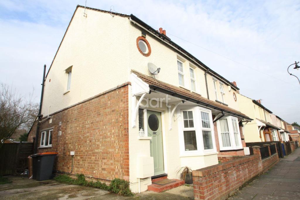 3 Bedrooms Semi Detached House for sale in Myrtle Road, Bedford, MK42