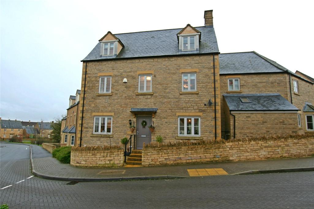 5 Bedrooms House for sale in Moss Way, Cirencester, Gloucestershire