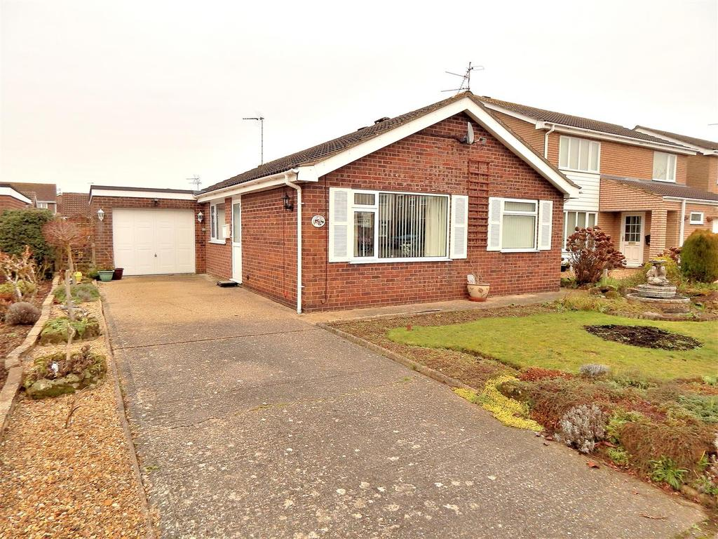 2 Bedrooms Detached Bungalow for sale in Castleacre Close, South Wootton, King's Lynn