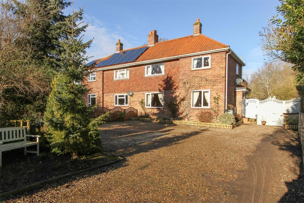 3 Bedrooms Semi Detached House for sale in Church Lane, Barford, Norfolk
