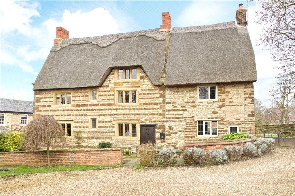4 Bedrooms Unique Property for sale in High Street, Blisworth, Northamptonshire