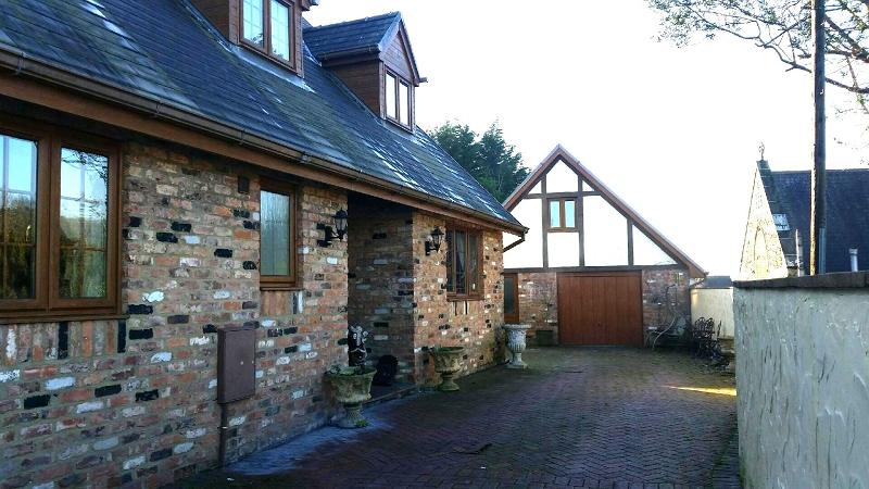 3 Bedrooms Detached House for sale in Parsons Lodge,Tonna, Neath, Neath Port Talbot.