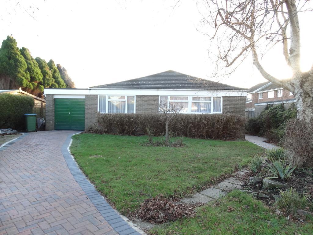 3 Bedrooms Detached Bungalow for sale in Walberton Close, Felpham