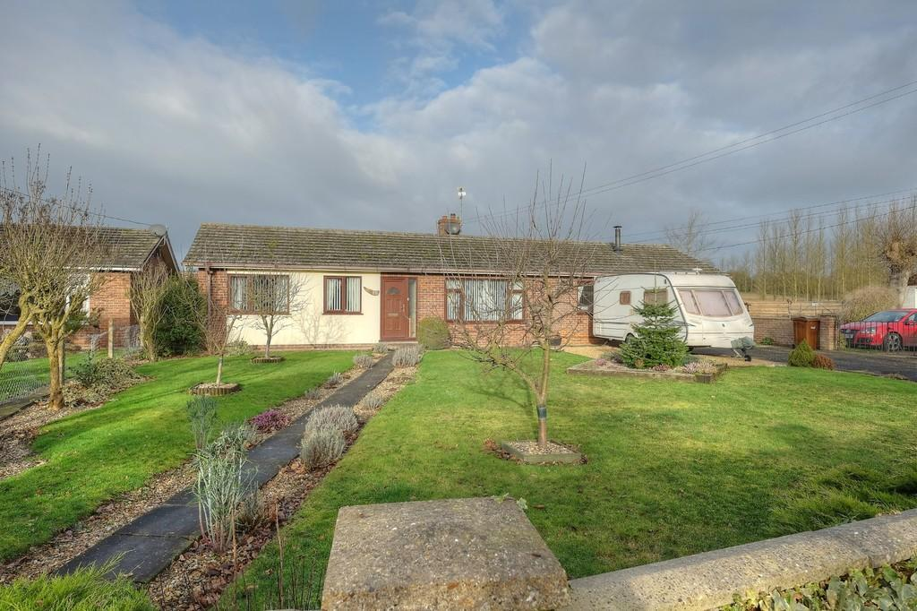 5 Bedrooms Detached Bungalow for sale in High Road, Needham, Harleston