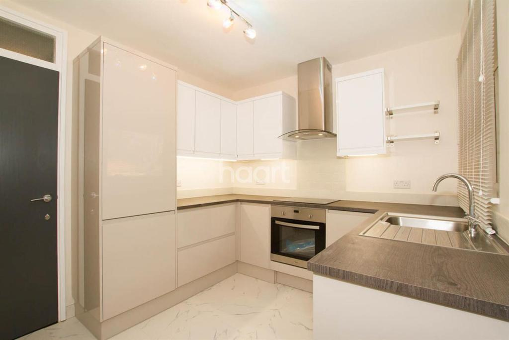 2 Bedrooms Flat for sale in Stunning Two Bedroom Flat In Moulton Court