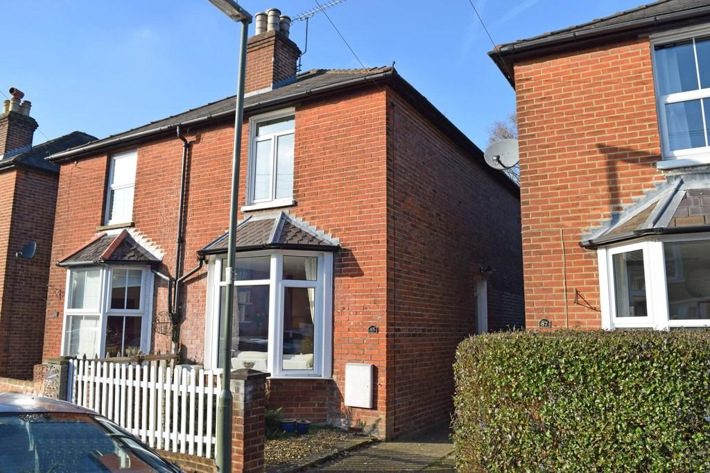2 Bedrooms Semi Detached House for sale in George Road, Farncombe, Godalming GU7 3LU