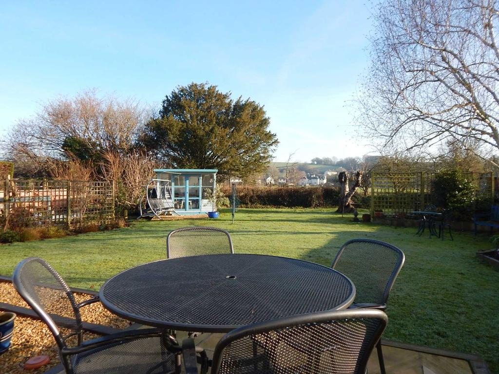 3 Bedrooms Detached Bungalow for sale in Govers Meadow, Colyton, Devon