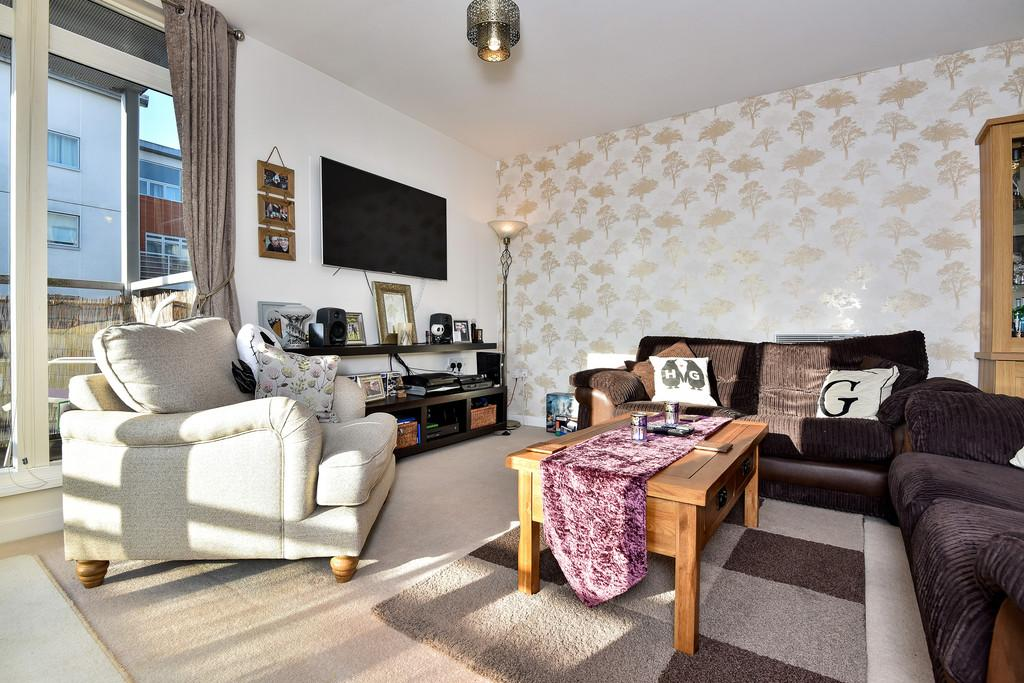 2 Bedrooms Apartment Flat for sale in Kingfisher Meadow, Maidstone, Kent