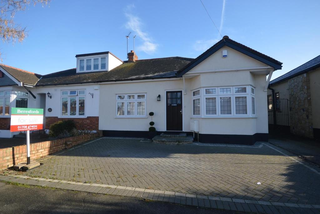 3 Bedrooms Semi Detached Bungalow for sale in St. Georges Avenue, Hornchurch, Essex, RM11