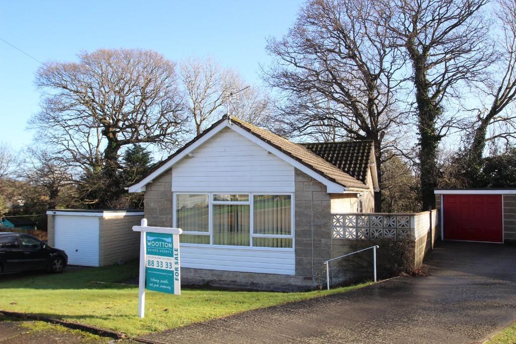 2 Bedrooms Detached Bungalow for sale in Glebe Gardens, Wootton Bridge