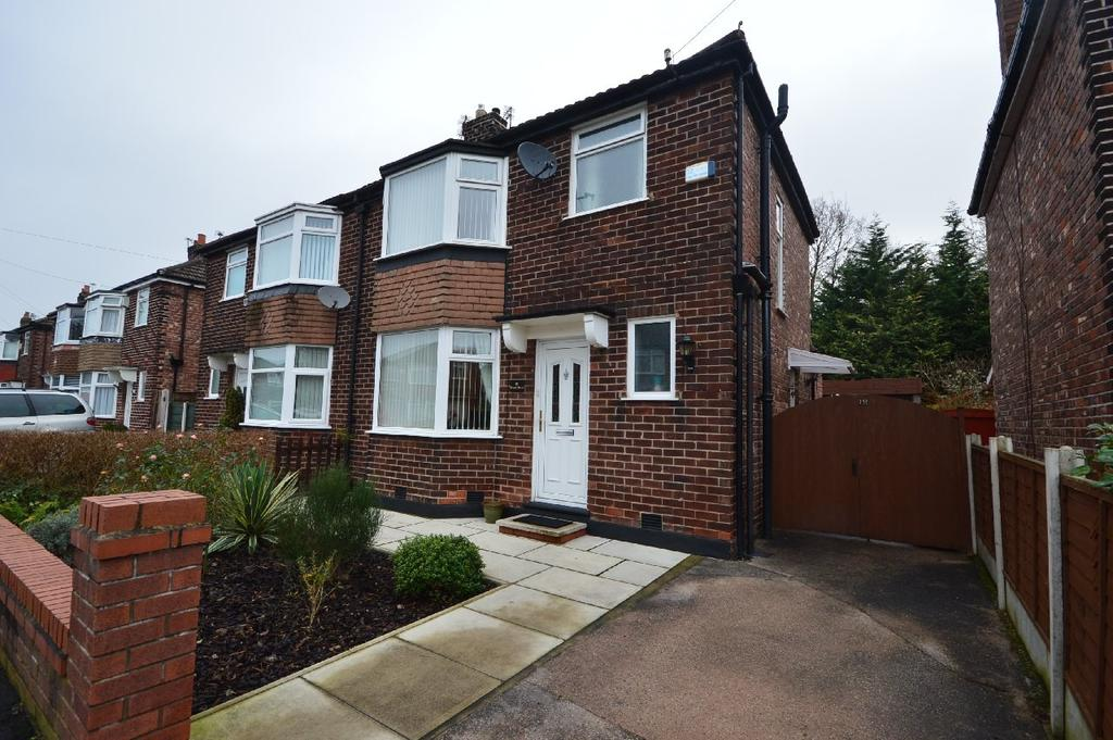 3 Bedrooms Semi Detached House for sale in Easton Drive, Cheadle