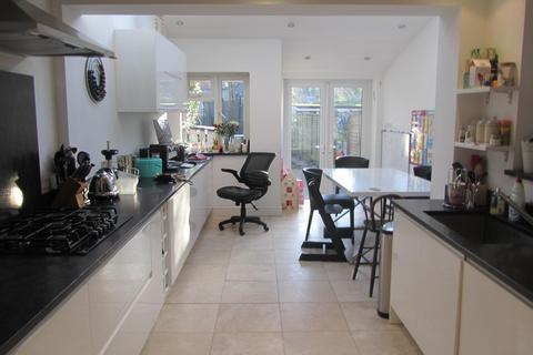 4 bedroom detached house to rent - Babington Road, London