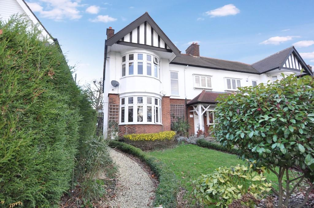 4 Bedrooms Semi Detached House for sale in Overton Drive, Wanstead