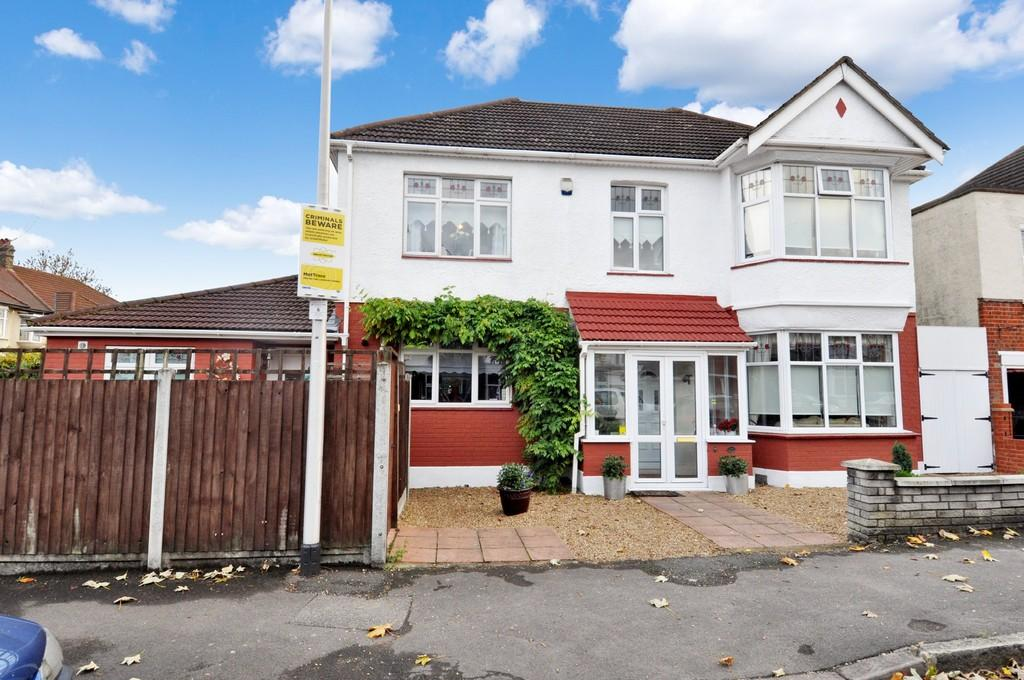 5 Bedrooms Detached House for sale in Reydon Avenue, London
