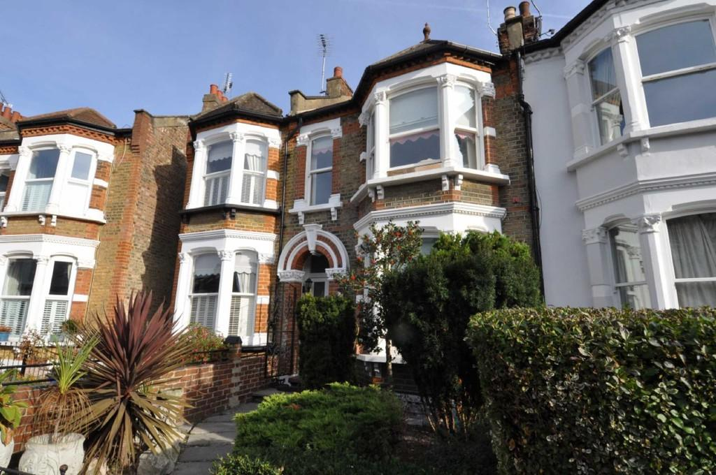3 Bedrooms Terraced House for sale in Addison Road, Wanstead