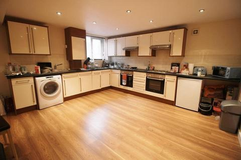 9 bedroom terraced house to rent - St Michaels Road, Leeds
