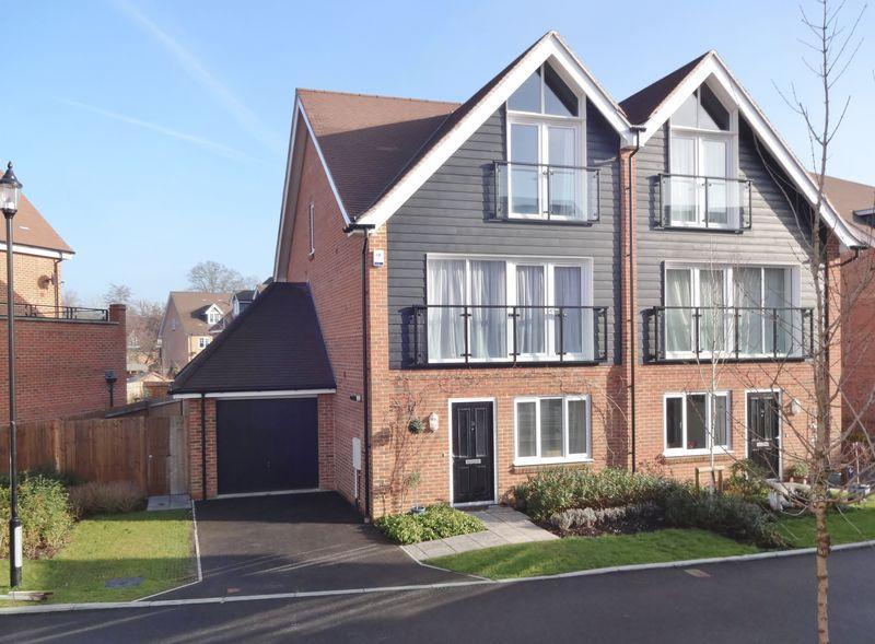 4 Bedrooms Semi Detached House for sale in Alderbank Drive, Godalming