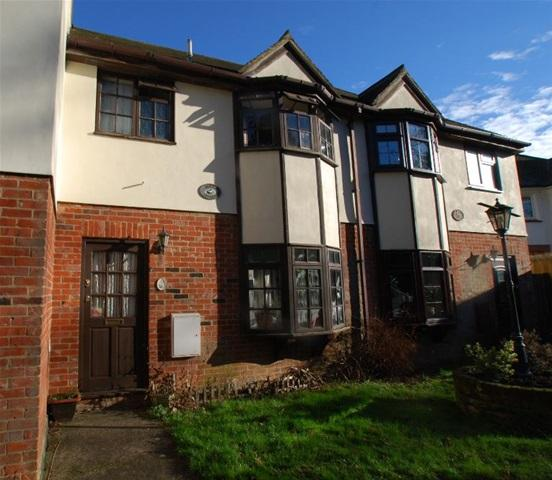2 Bedrooms Terraced House for rent in FOXLEY DRIVE, BISHOPS STORTFORD