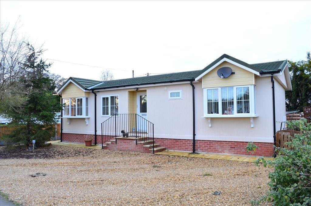 2 Bedrooms Park Home Mobile Home for sale in London Road, FOWLMERE, SG8