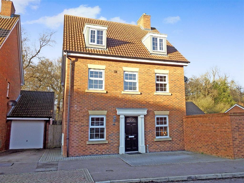 5 Bedrooms Detached House for sale in Whernside Drive, Stevenage, Hertfordshire, SG1