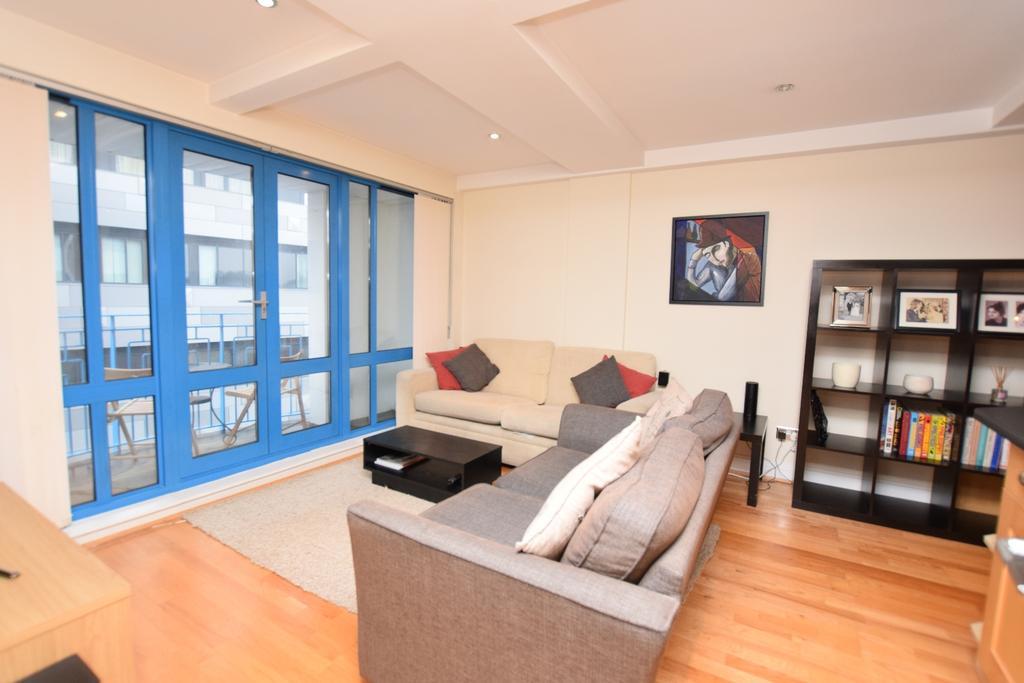 2 Bedrooms Flat for sale in Vanbrugh Hill London SE10