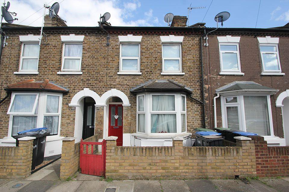 3 Bedrooms Detached House for rent in Sutherland Road, Enfield, EN3