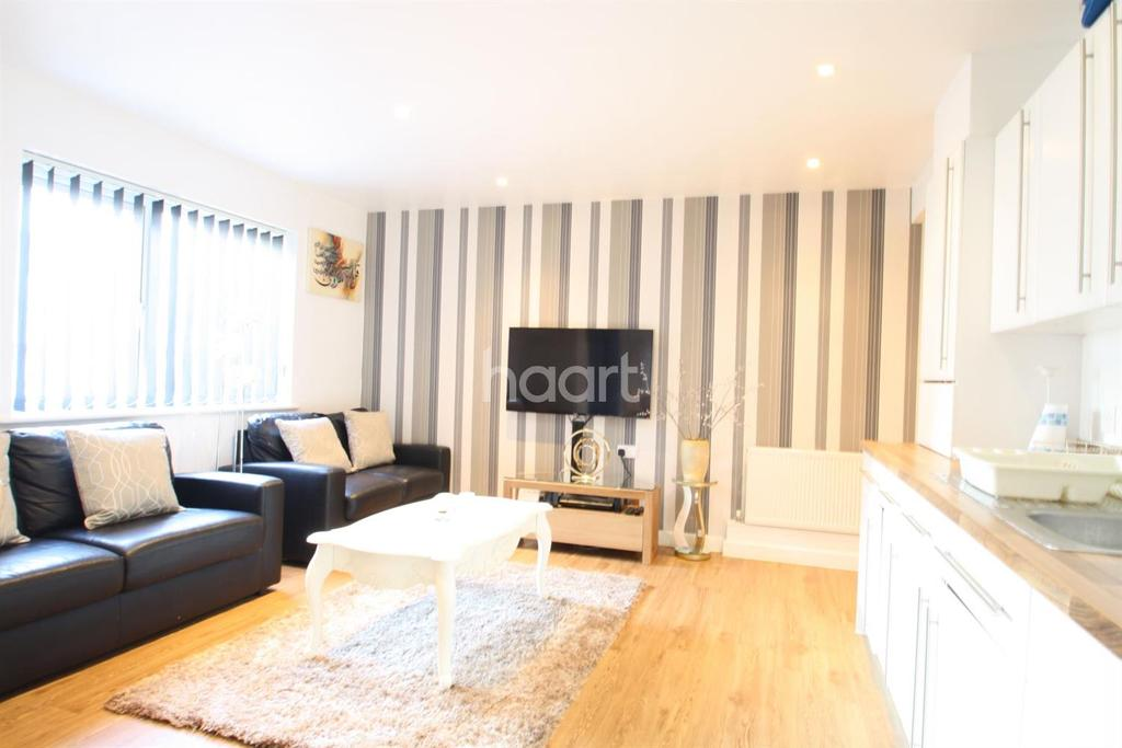 2 Bedrooms Flat for sale in Convent Way, Southall