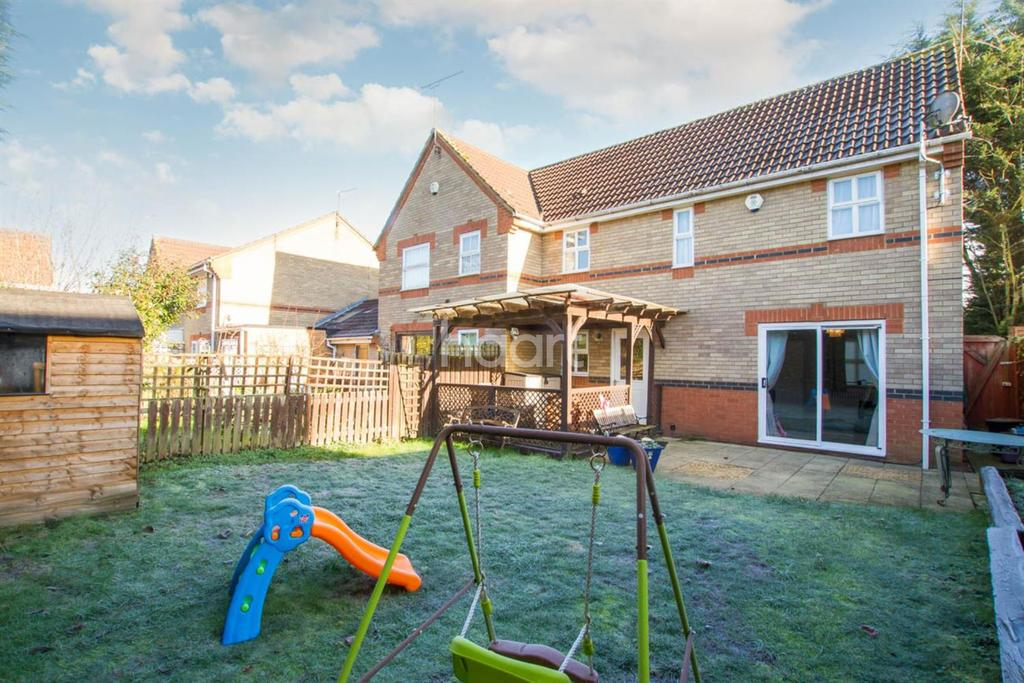 3 Bedrooms Semi Detached House for sale in Kingsmill Court