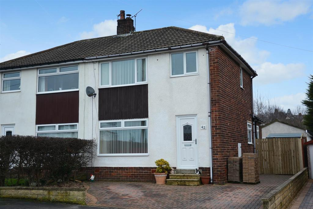 3 Bedrooms Semi Detached House for sale in Church Street, Yeadon, Leeds
