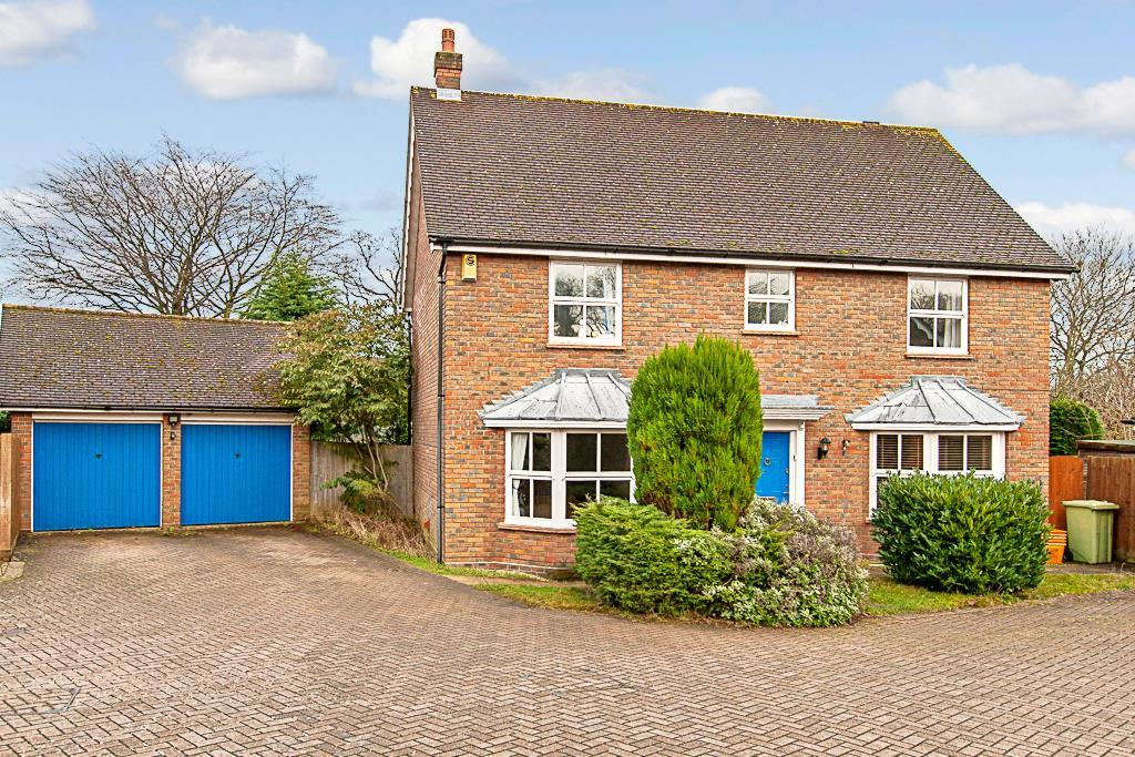 4 Bedrooms Detached House for sale in Ingrave Road, Brentwood