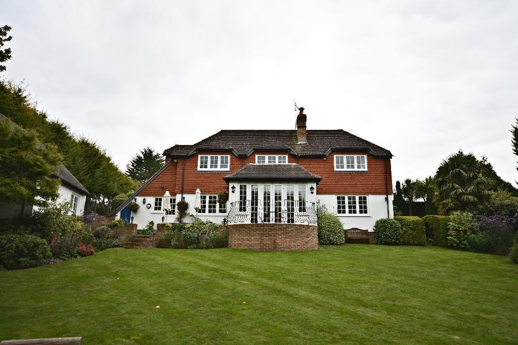 5 Bedrooms Detached House for sale in Saxonwood Road, Battle
