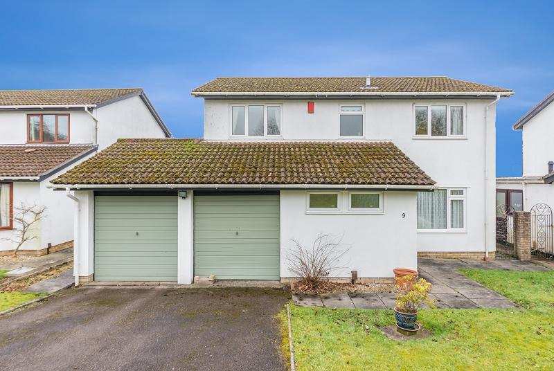 4 Bedrooms Detached House for sale in Wood Close, Rogerstone, Newport, Newport. NP10 0AF