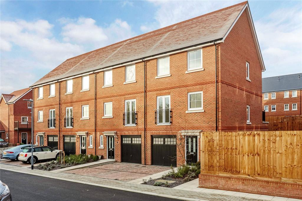 4 Bedrooms Terraced House for sale in Yew Tree Road, Dunton Green, Sevenoaks, Kent, TN14
