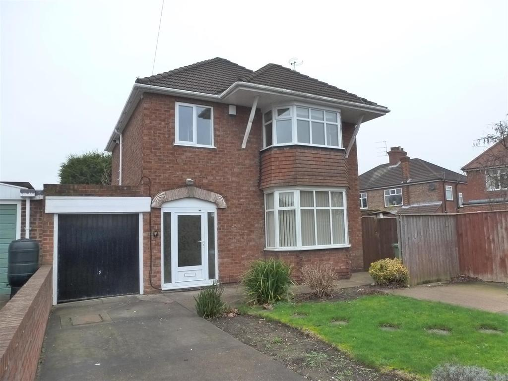 3 Bedrooms Detached House for sale in Davenport Drive, Cleethorpes